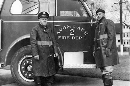 Avon Lake Firemen with fire truck, 1953