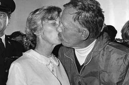 Virginia Manry kisses her husband, Robert Manry.