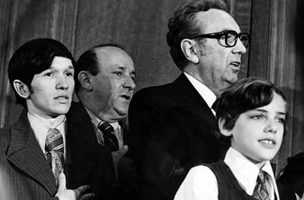 Dennis Kucinich and Ralph J. Perk at Perk's mayoral inauguration, 1971