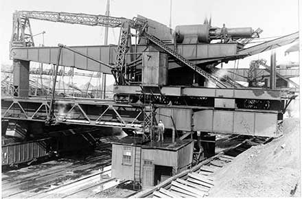 Profile view of a Hulett Ore Unloader.